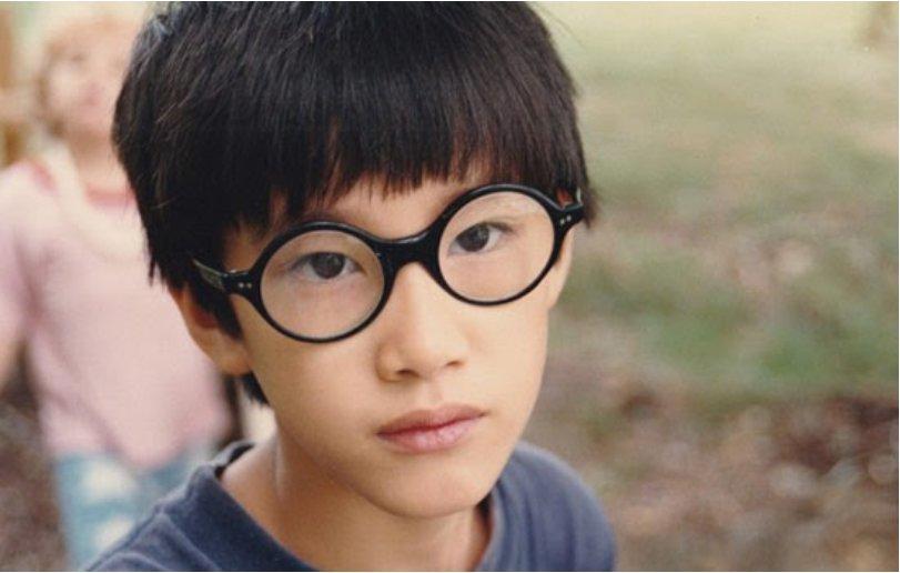Moses Farrow, le fils adoptif de Mia Farrow et Woody Allen était présent le 4 août 1992: il avait 14 ans. Son frère Satchel (aujourd'hui Ronan) en avait 4.