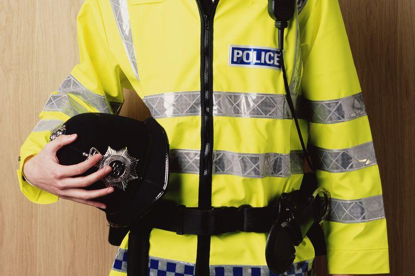 Un policier spécialisé dans la chasse des pédophiles surpris avec près de 1000 images indécentes d'enfants en sa possession.